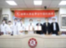03南華大學與大林慈濟醫院產學合作,攜手培育運動傷害防護人才,簽約儀式合影。由南