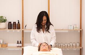acupuncturist-doing-cosmetic-acupuncture