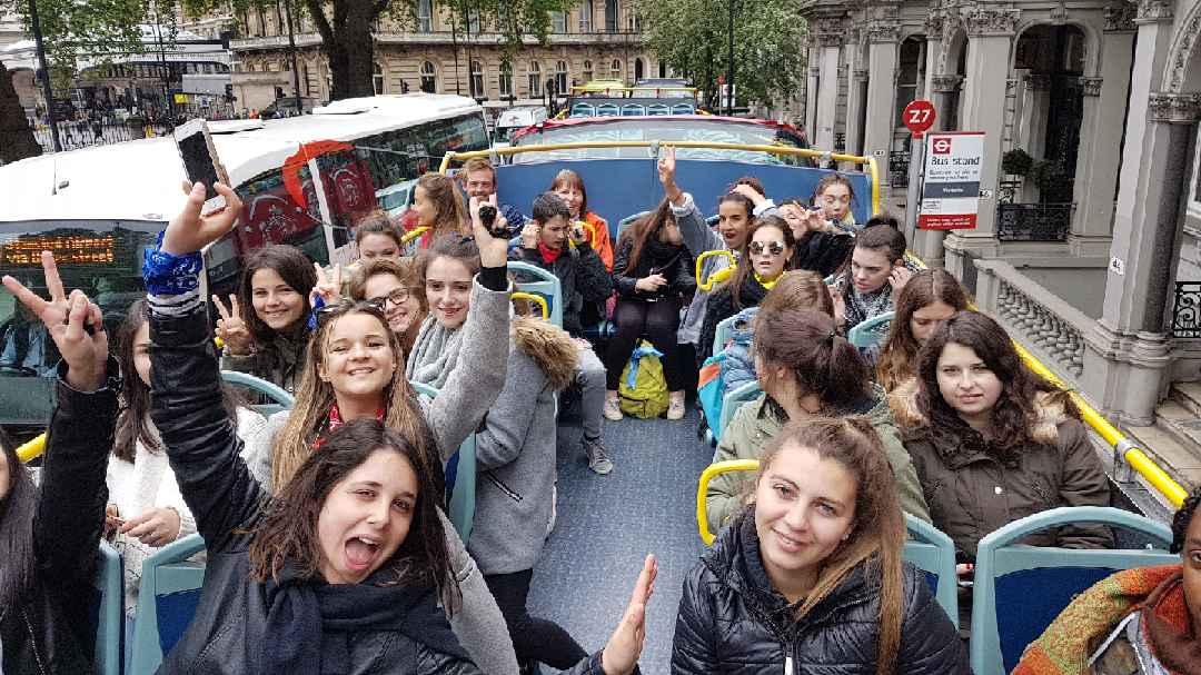 Les_secondes_et_Terminales_de_la_section_Commerce_du_Lycée_à_Londres_-_Mai_2017_-_Photo_5