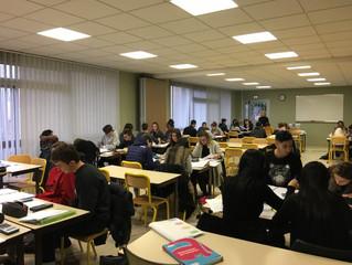 Un échange constructif entre des élèves de différentes sections du Lycée