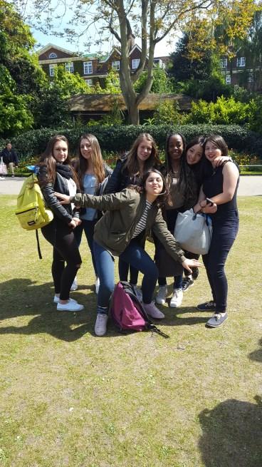 Les_secondes_et_Terminales_de_la_section_Commerce_du_Lycée_à_Londres_-_Mai_2017_-_Photo_1