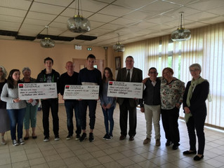 Remise de chèques par les délégués fraternité à trois associations