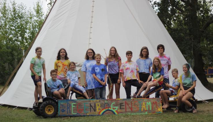 Regenbogenstamm im Indianercamp