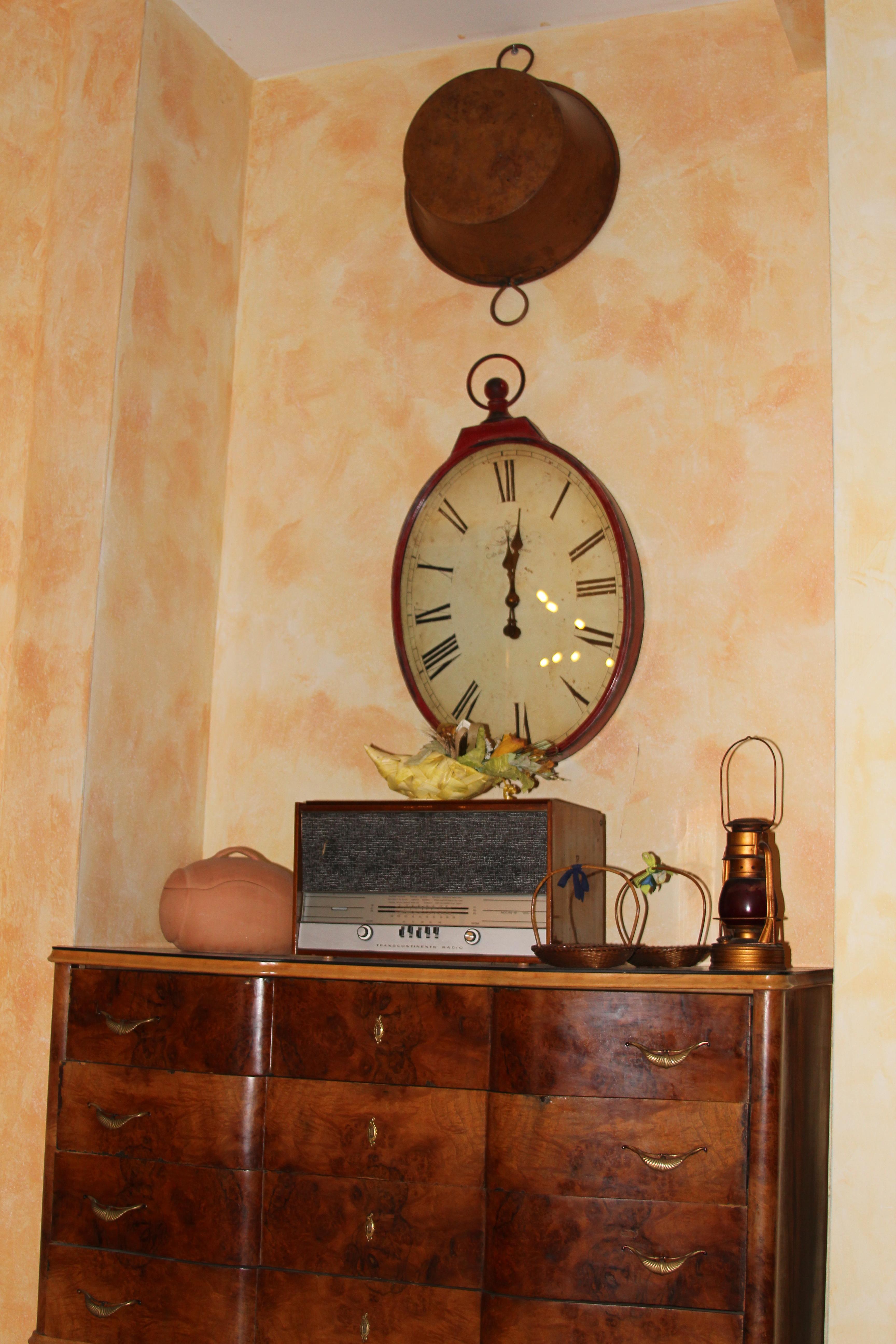 decorazione bar orologio