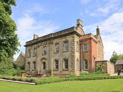 Impressive historic building - Lea H