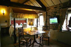 Large Holiday Cottage Derbyshire 8