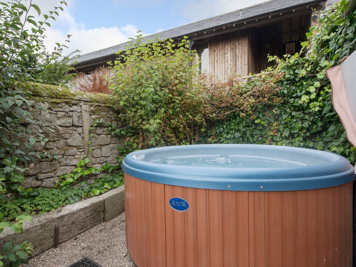 Hot tub _ Harthill Hall - Cokaynes, Alport, nr. Bakewell