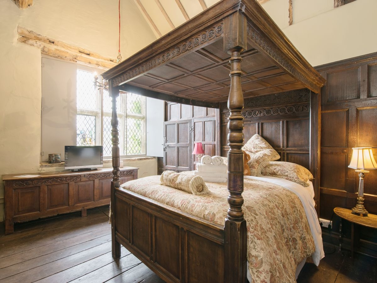 Four Poster bedroom _ The Manor House, Alport, nr. Bakewell 5