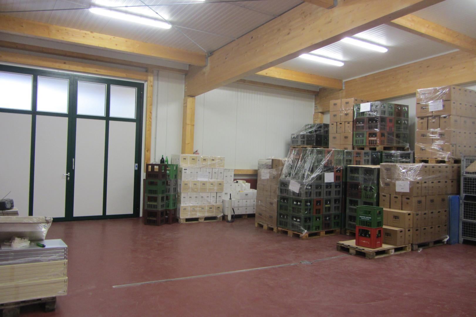 Weinproduktionshalle und Verkostungsraum