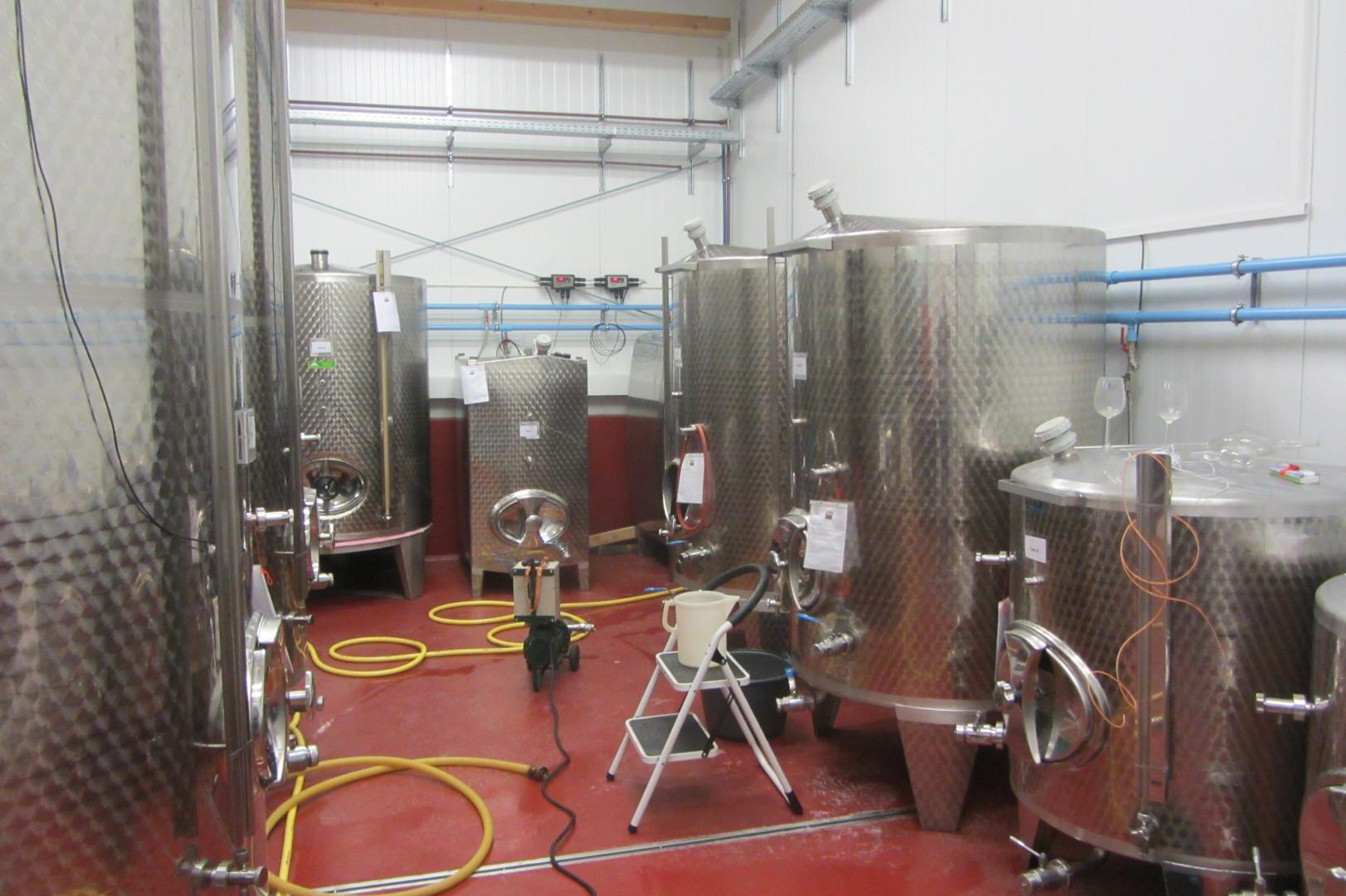 Weinproduktionshalle