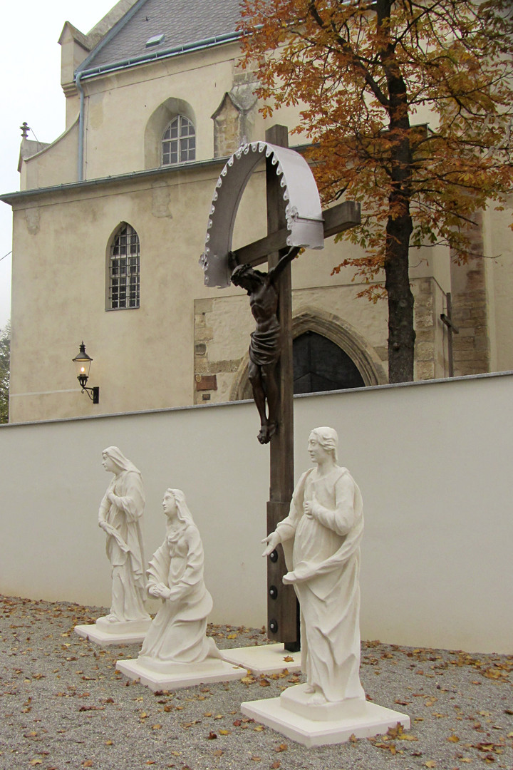 Kirchenvorplatz Mistelbach 06.JPG