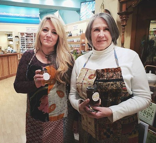 Janice McCann and Leslie Rubbo at Harbor Tea & Spice