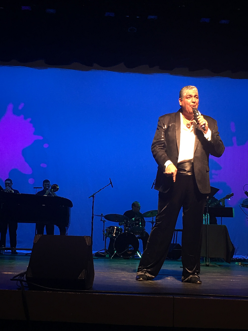 Singer Tony Arias, in his Las Vegas show, delivers humor with panache, and what makes it compelling is his musical talent.