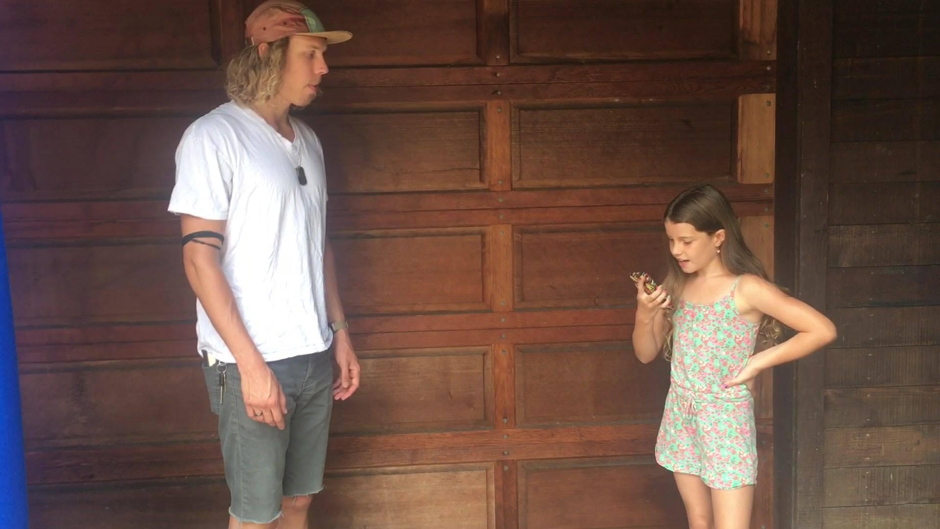 Für einen Englisch-Auftrag hat Siena einen Surfer angesprochen und mit ihm ein Interview geführt.  Toll gemacht und echt mutig!