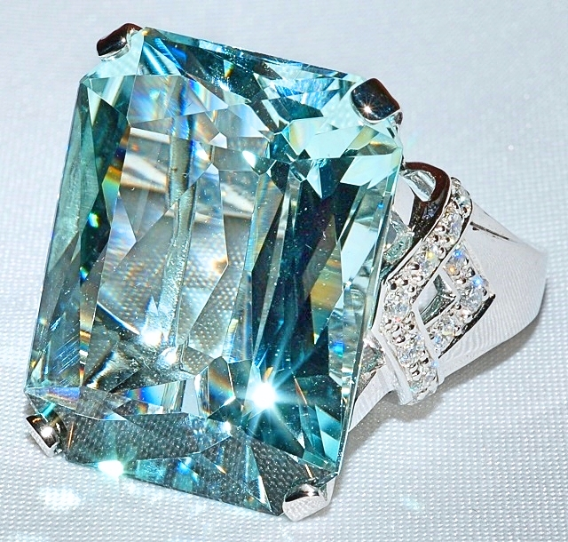 #412 - Aquamarine & Diamond Fashion Ring