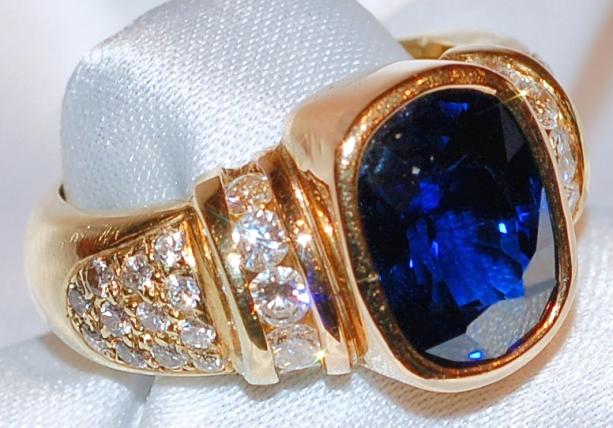 #561 18K Sapphire Diamond Ring