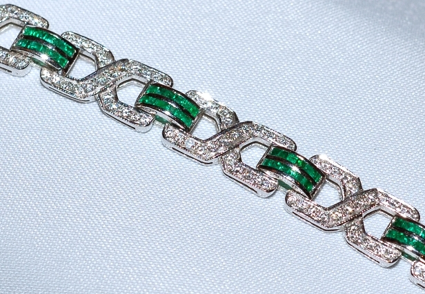 #245 18k Emerald & Diamond Bracelet