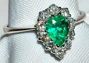 #518 18k Emerald & Diamond Ring
