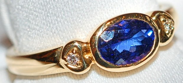 #410 Tanzanite 1.01ct & Dia Ring