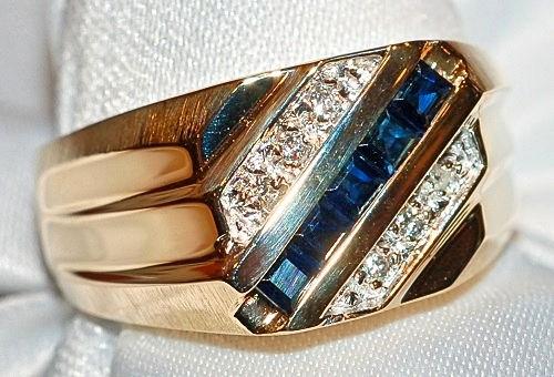 #814 - Diamond & Sapphire Ring      WEB2