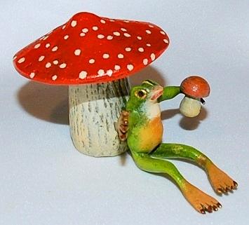 Mushroom & Frog Vienna Bronze