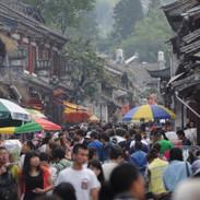 zatłoczona ulica starego miasta Dali Chi