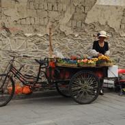uliczna sprzedawczyni w Dali w Chinach.j