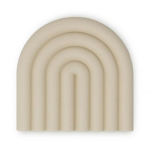 Mushie Beißfigur Teether Rainbow Shifting Sand