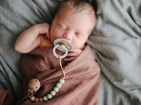 Geborgeheit von Anfang an - Soll ich mein Baby pucken?