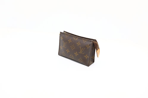 Buy preloved Louis Vuitton Toiletry 15