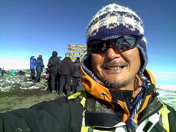 15.キリマンジャロ頂上5895m.jpg