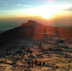 キリマンジャロ頂上付近の朝日