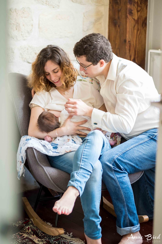 séance photo nouveau né lifestyle - séance photo nouveau né à domicile - anne bied - photographe famille à domicile paris - photographe famille yvelines - photographe portrait famille essonne