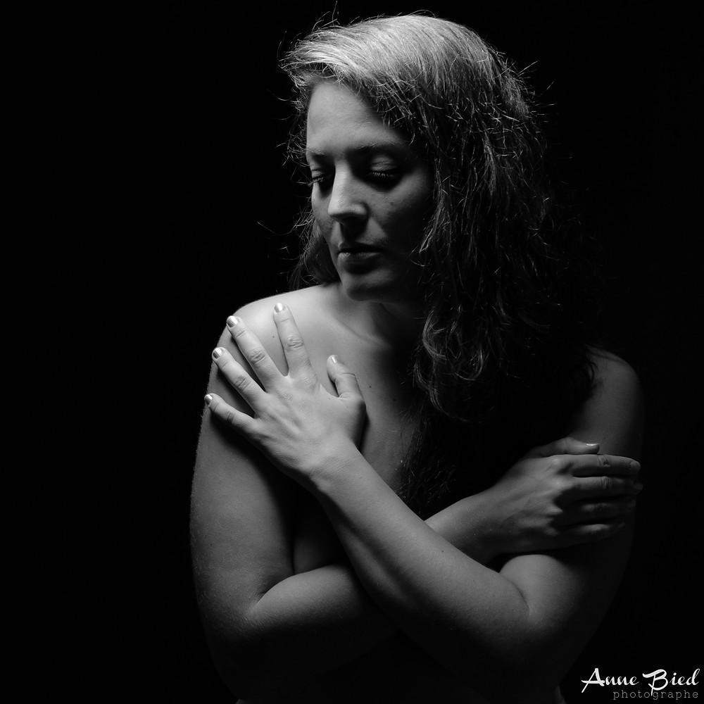séance photo boudoir - séance photo thérapie - anne bied - photographe portrait intime - photographe lifestyle versailles