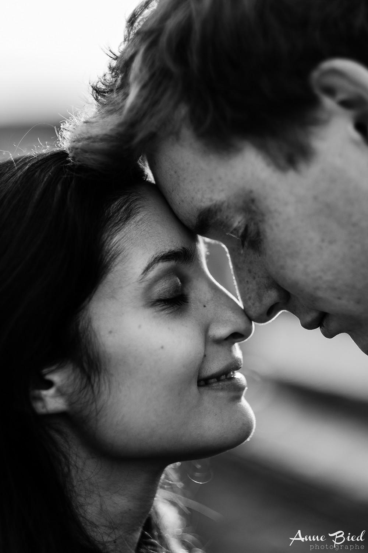séance couple lifestyle - séance engagement - anne bied - photographe lifestyle - photographe lifestyle paris