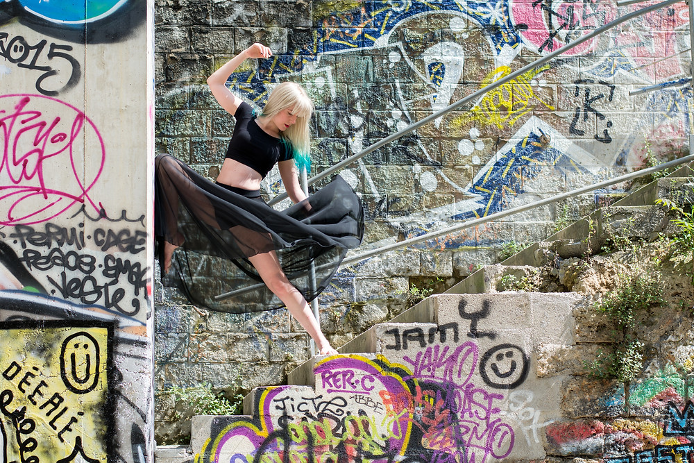 séance photo portrait femme  - anne bied - photographe portrait femme paris - photographe portrait lifestyle yvelines - photographe portait lifestyle essonne - portrait street art - portrait urbex