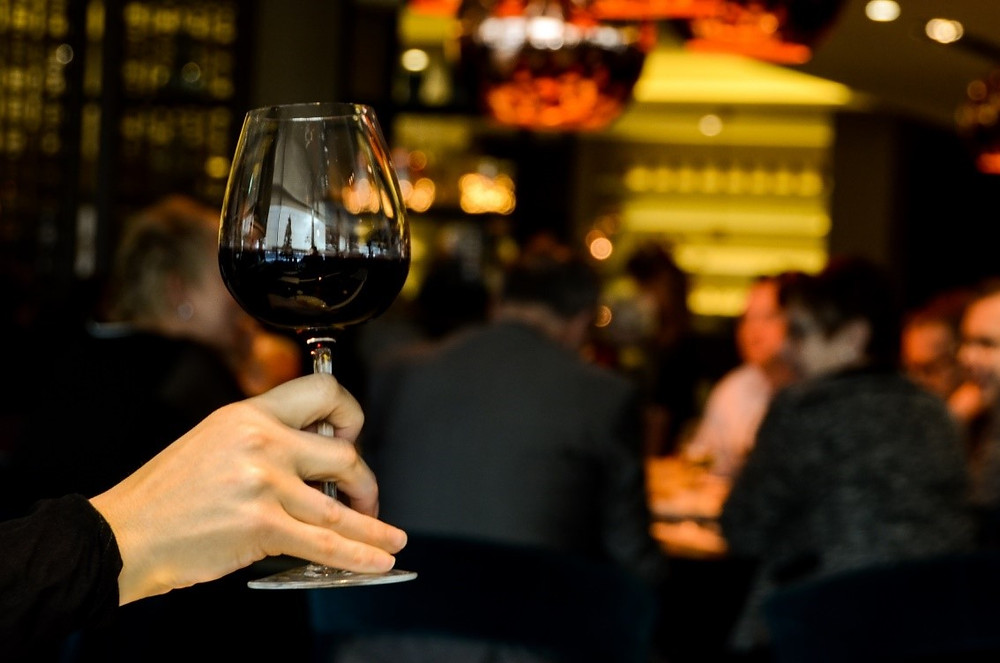VSF Wine Education - how to hold a wine glass