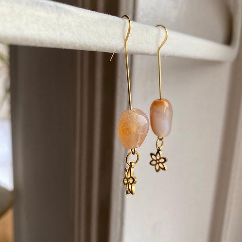 Handmade Ohrringe mit Stein und Blume