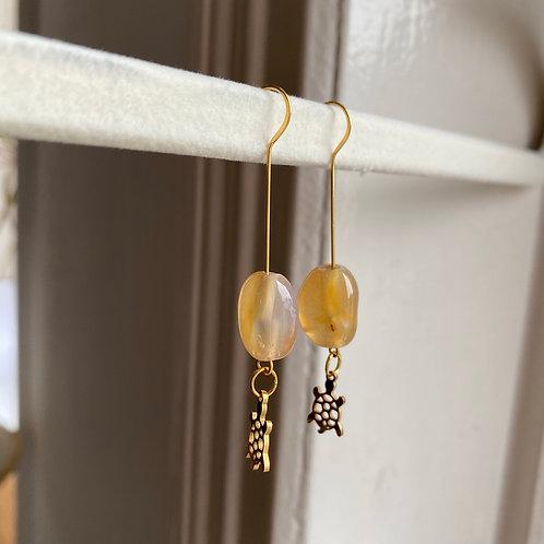 Handmade Ohrringe mit Stein und Schildkroete