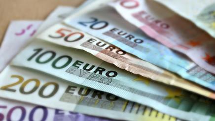 Lugo Monumental facilita descuentos a sus asociados en detectores de billetes falsos