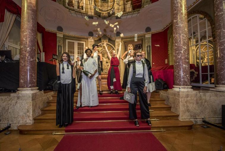 Gruppenbild bei der Modenshow im Schloss Hohenzollern in Sigmaringen