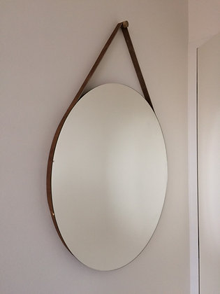 Kulaté zrcadlo na koženém popruhu