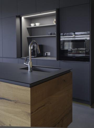 kuchyn-se-zasouvacimi-panely4-758x1024.j