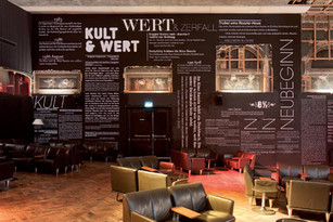 KUSS-Textinstallation im Seefeld-Razzia