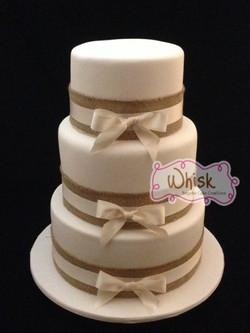 Wedding Cake | Tiered Hessian Bows