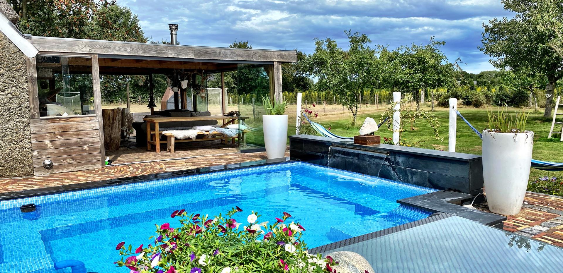 zwembad en tuinkamer