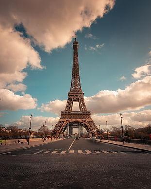 world-famous-eiffel-tower-city-center-pa
