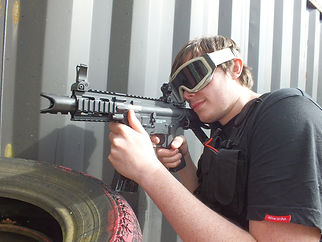 AIRSOFT SKIRMISH PLAYER IN SOME CQB ACTION AT BATTLE STATIONS