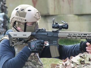 AIRSOFT PLAYER AT BATTLE AIRSOFT
