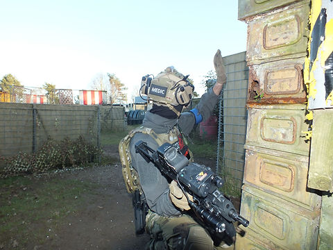 AIRSOFT PLAYER